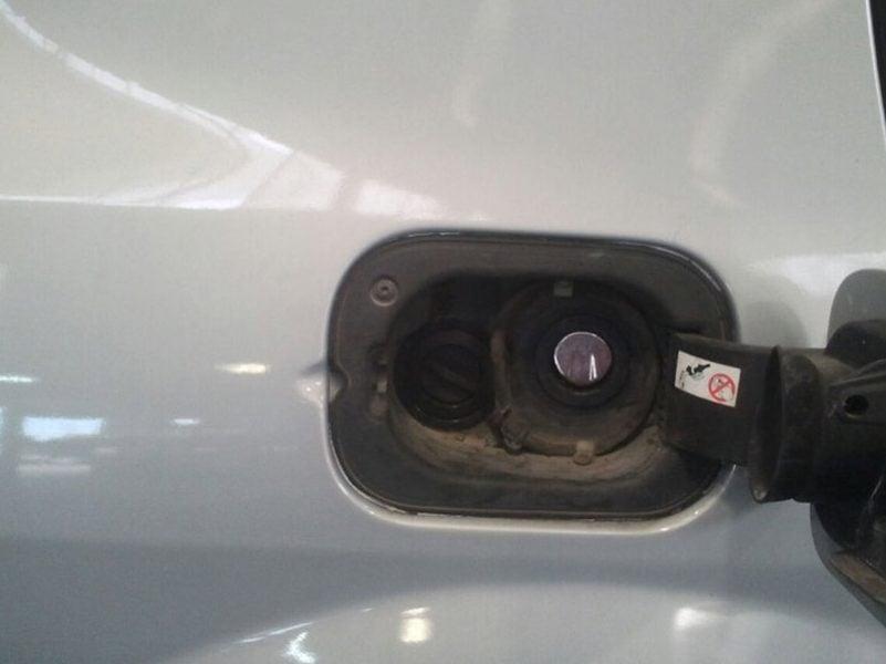 רנו מגאן נפח 1600 שנת 2005 - פיית תדלוק ליד פתח הבנזין