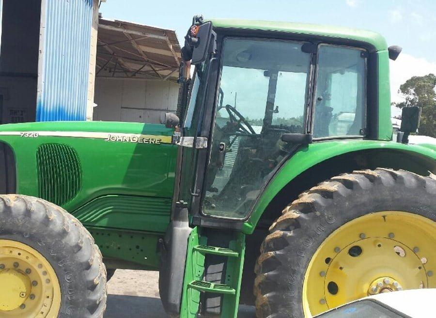 מוסך לטרקטורים ציוד חקלאי והנדסי